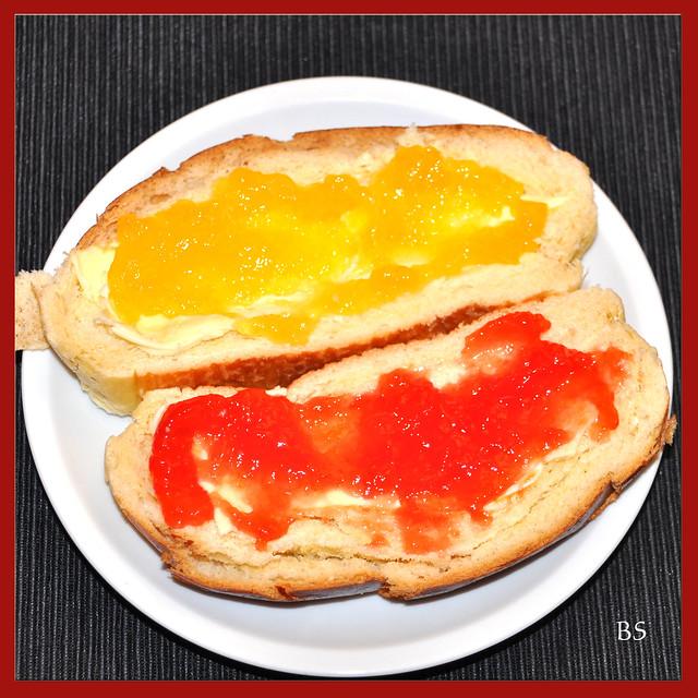 Selbst gemachte Marmelade aus hellen und Blutorangen ... Exkurs über Konfitürenverordnung ... Foto: Brigitte Stolle