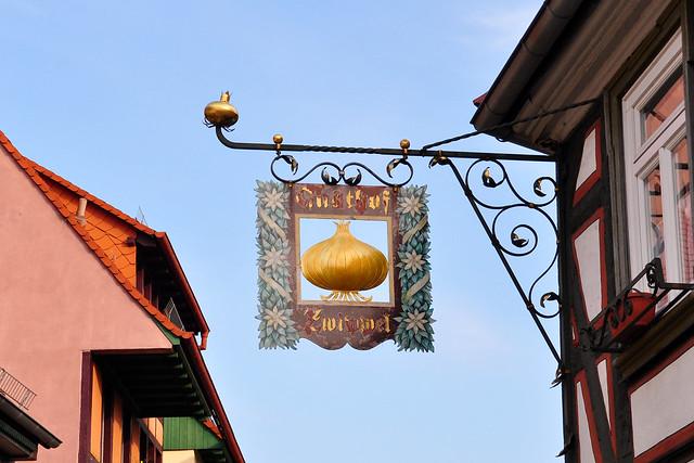 Nasenschilder (Gasthausschilder, Wirtshausschilder, Reklameschilder) in Ladenburg am Neckar ... Foto: Brigitte Stolle 2018