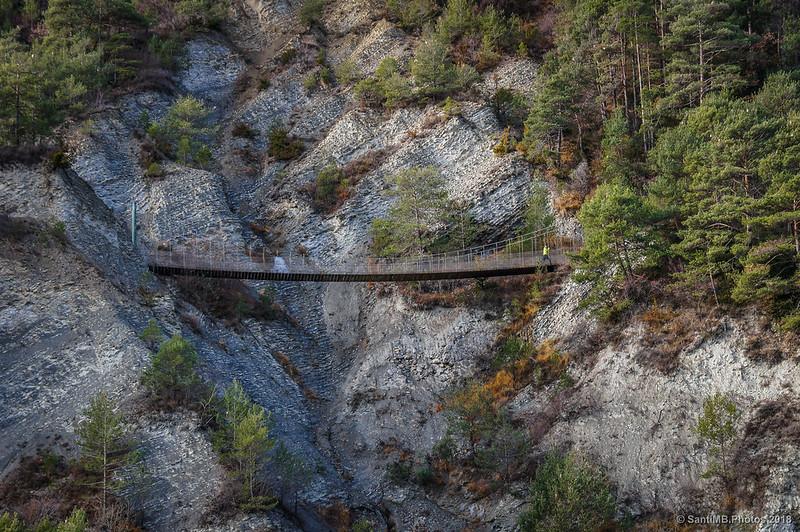 Puente colgante de la Vía del Nicolau desde la carretera de Bagà a Gisclareny