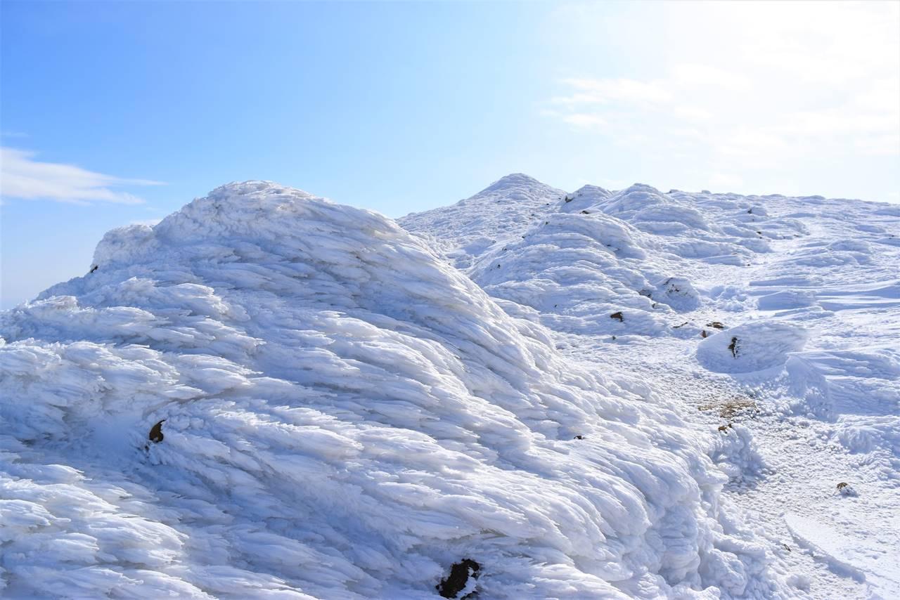 安達太良山 雪のモニュメント