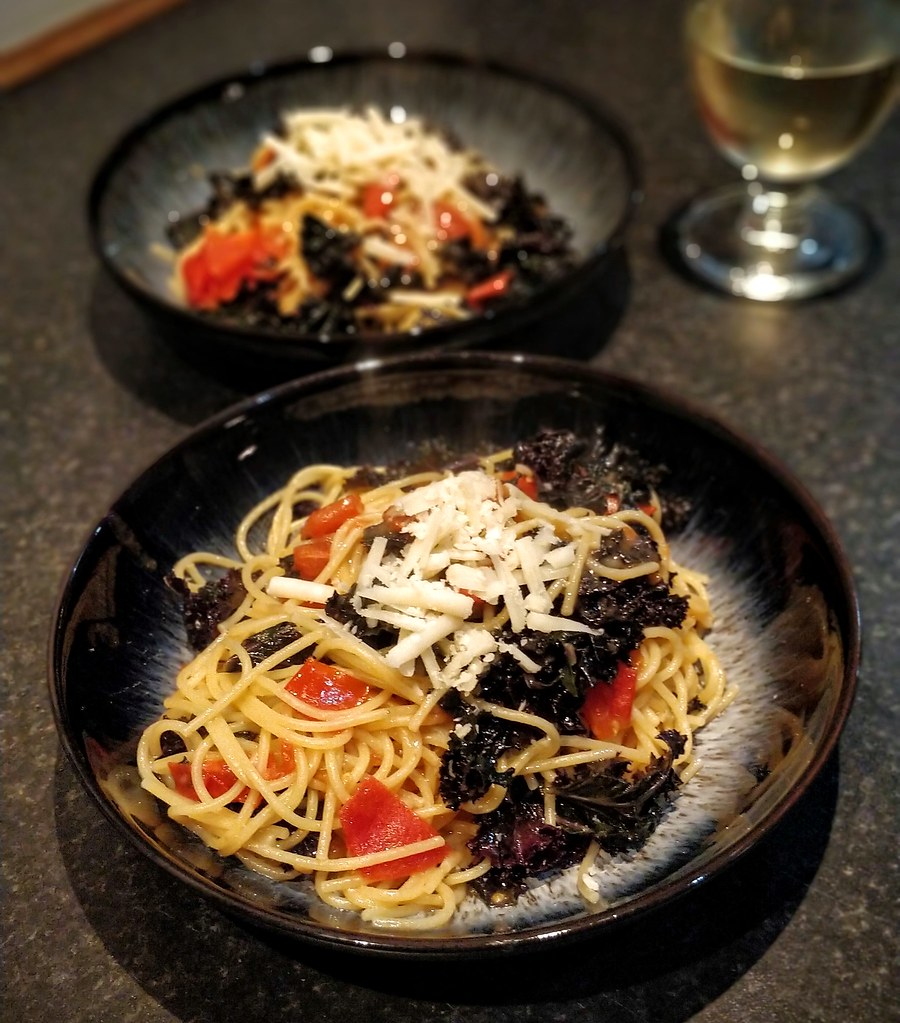Kale one pot spaghetti in bowls