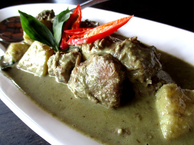 Flavours green curry beef