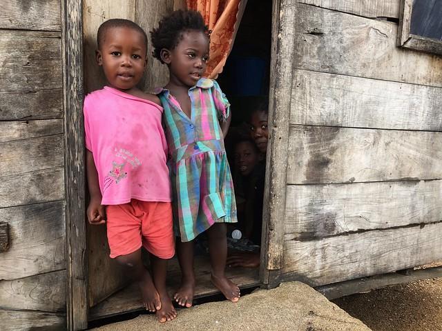Niños en Morro Peixe (Santo Tomé y Príncipe)