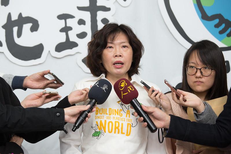 環保署廢棄物管理處處長賴瑩瑩說明減塑、限塑三階段政策
