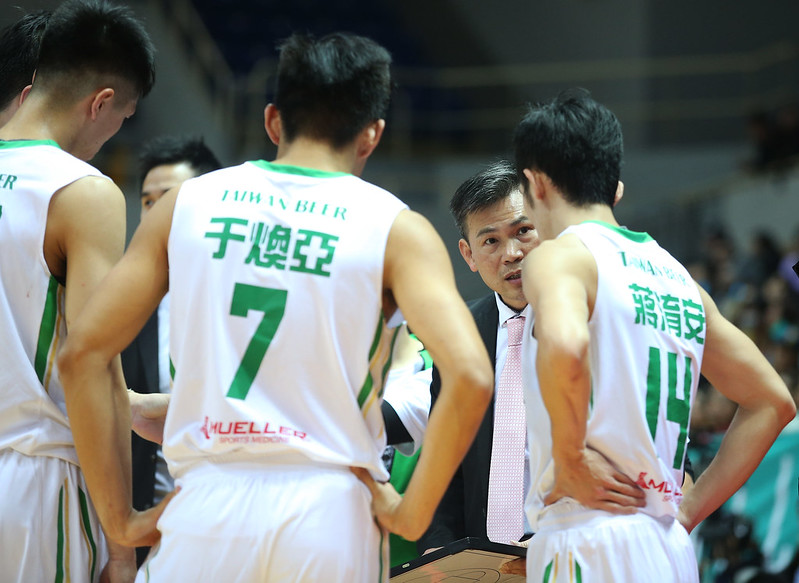 周俊三教練表示台啤年輕球員還有待磨練。(籃協提供)