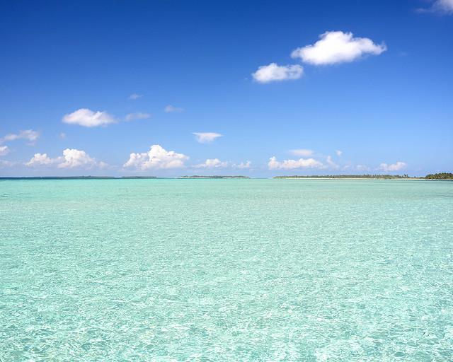 Impresionante laguna natural de aguas cristalinas en Maldivas
