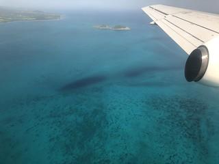 Avión sobrevolando Santo Tomé y Príncipe