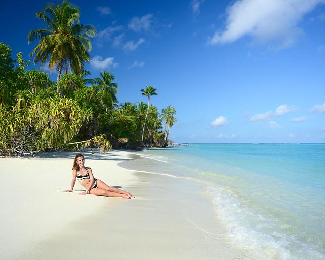Diana en una de las mejores playas de Maldivas
