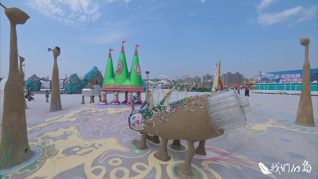 945-3-25今年的嘉義燈會為了展現環保精神,設置綠能環保燈區,藝術家運自然或回收材料,製作燈具。