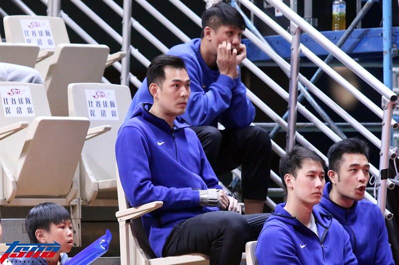 呂政儒(中)因為右手腕受傷,至少將至缺席2至3週。(林志儒/攝)