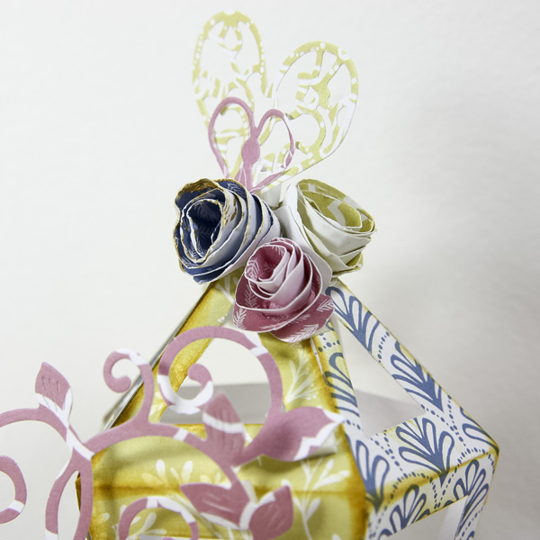 Pretty spring crafts - lantern table decoration - paper rose close up