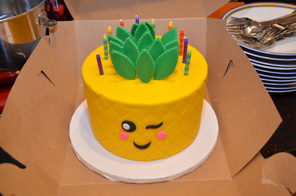 Pineapple Emoji Birthday Cake It Was Shaped Like A Pineapp Flickr