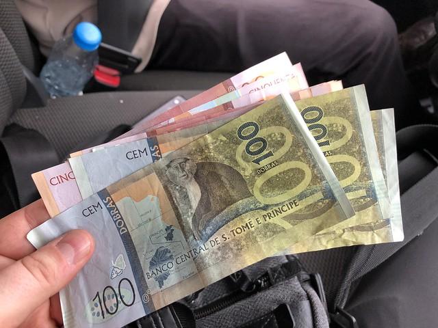 Dobras nuevas en billetes (Santo Tomé y Príncipe)