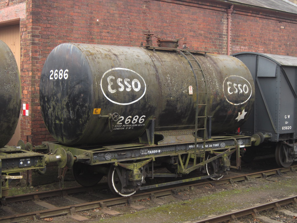 ... IMG_8220 - Esso Class B 20T Anchor-Mounted Tank Wagon 2686 | by  SVREnthusiast