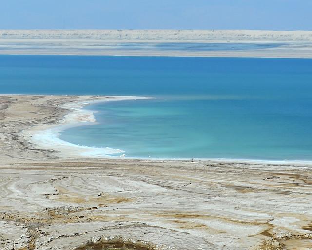 El Mar Muerto y sus playas de cristales salados