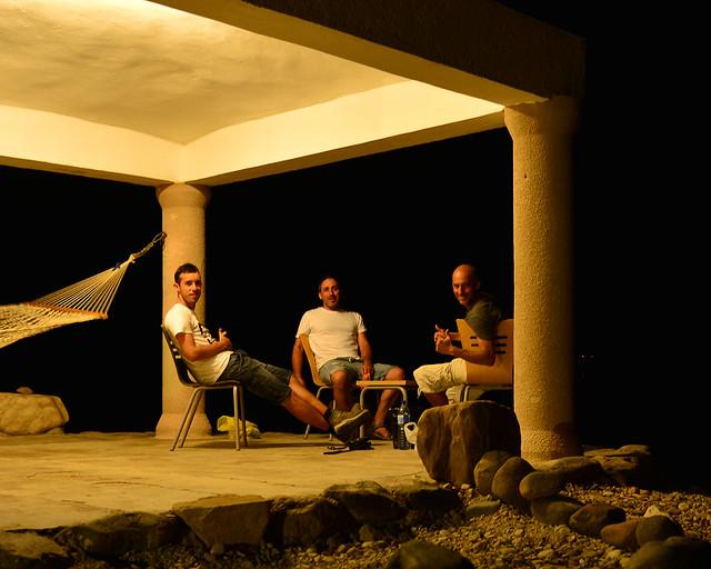 En nuestro apartamento frente al Mar Muerto en la noche
