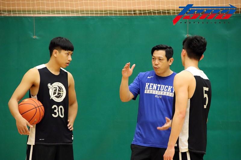 夢想家總教練許皓程(圖中)表示球員的成長有目共睹。(林志儒/攝)
