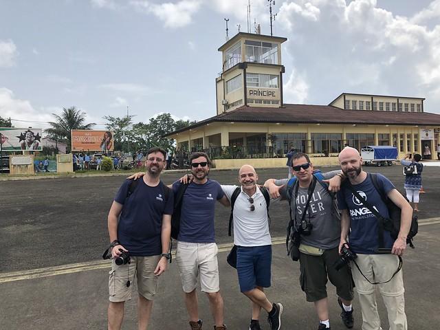 Grupo Pangea en el aeropuerto de Príncipe