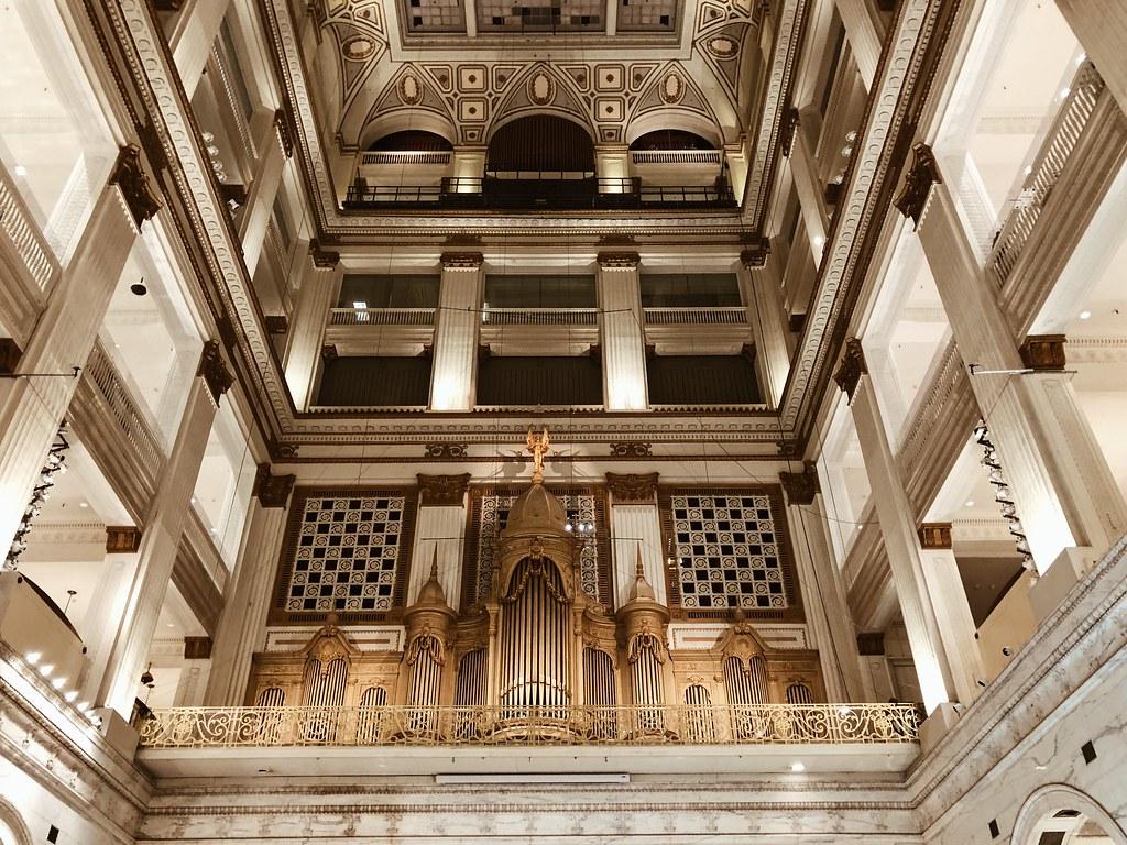 Macy's pipe organ