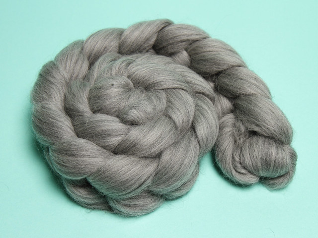 Natural grey pure Merino combed top/roving spinning fibre 125g