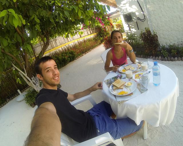 Desayunando en el Pearl Beach View de Maldivas