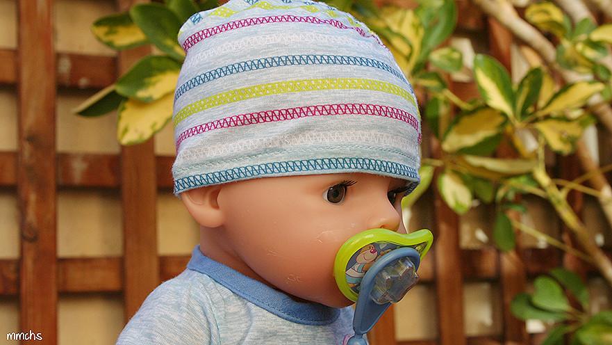 detalle muñeco BABY born chico de Bandai