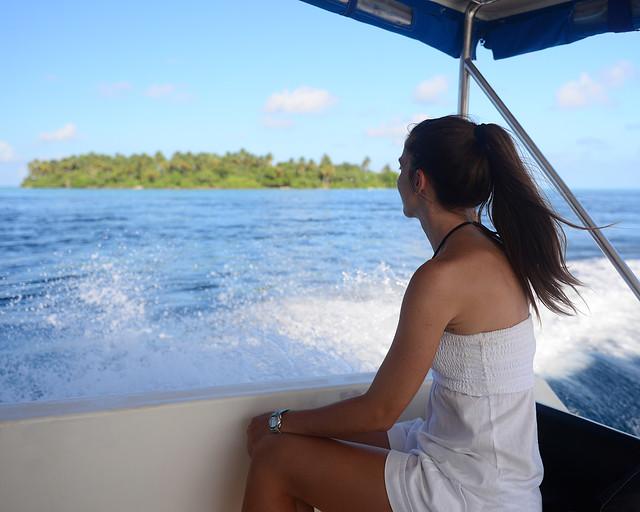 Regresando en barco a Nilandhoo, en Maldivas