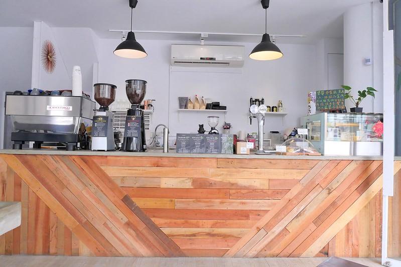 26876023118 2c28621c1c c - LightBeam Coffee│一中街網美最愛咖啡館 招牌氮氣咖啡夏天來一杯冰涼消暑