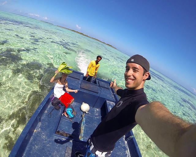 En una barca de pescadores por las islas vírgenes de Maldivas