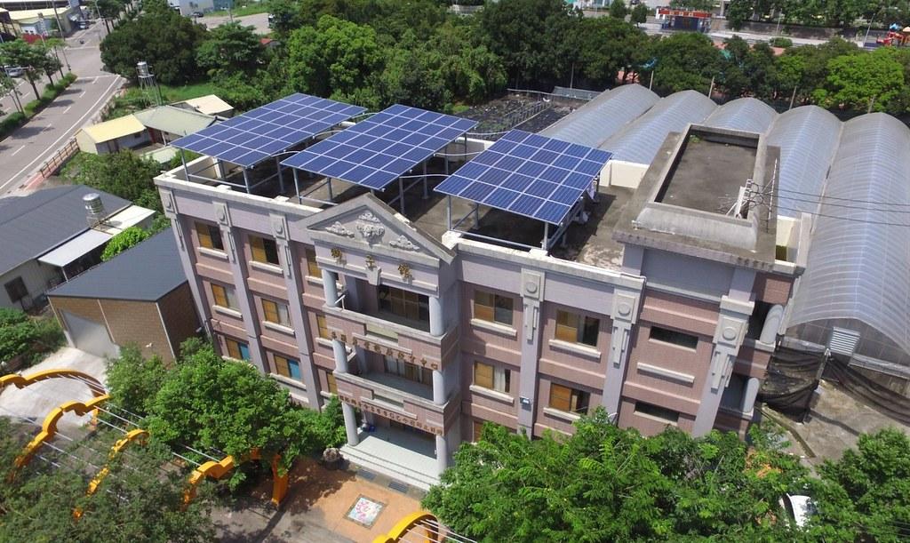 民眾可透過陽光伏特家網站集資投資太陽能,也可以出租屋頂加入綠能投資的行列。來源:陽光伏特家。