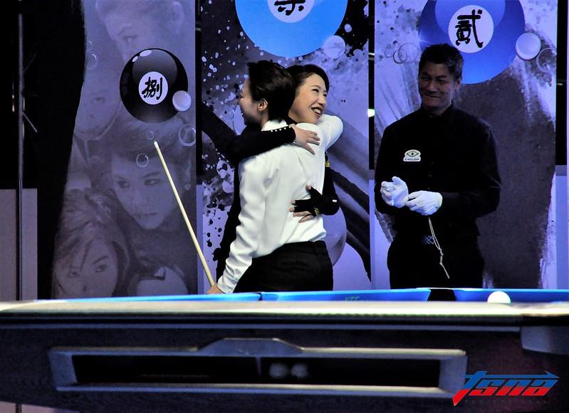 魏子茜雖然落敗仍向陳思明擁抱恭賀對手。(張哲郢/攝)