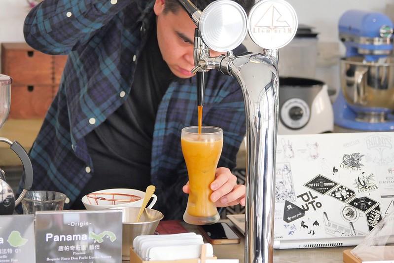 40721765142 3fe296d903 c - LightBeam Coffee│一中街網美最愛咖啡館 招牌氮氣咖啡夏天來一杯冰涼消暑