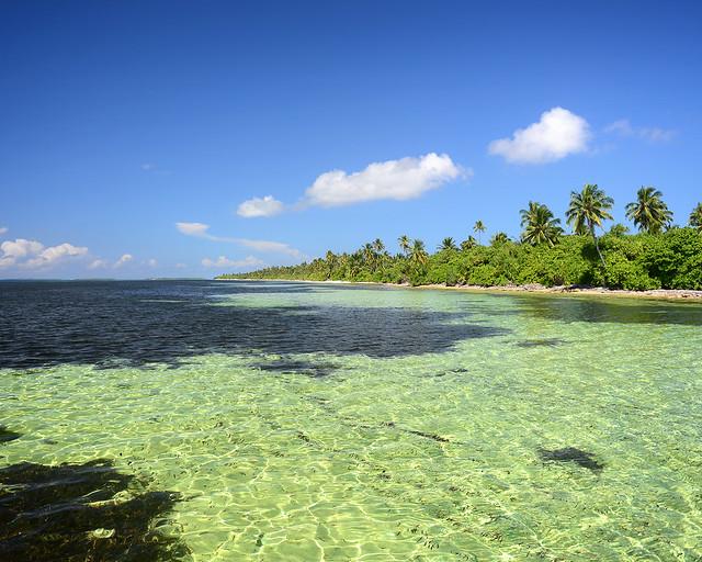 Preciosas islas vírgenes sin resorts al sur de Maldivas