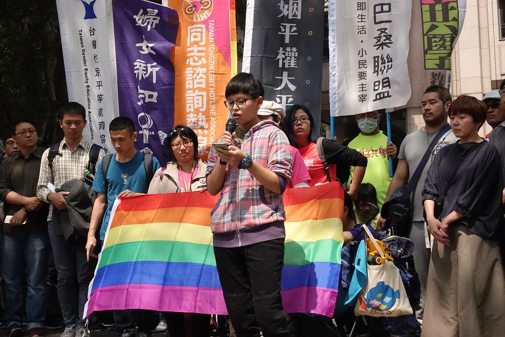 今日許多高中生出面反對「反同志教育」公投提案。(攝影:張智琦)