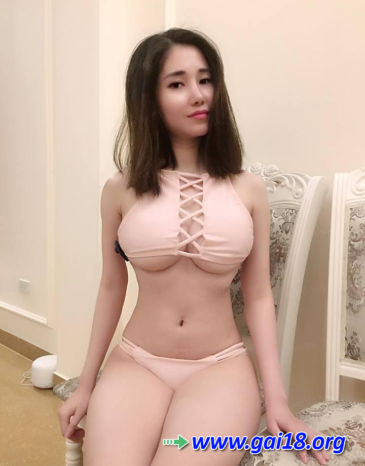 Aviva corcovado naked