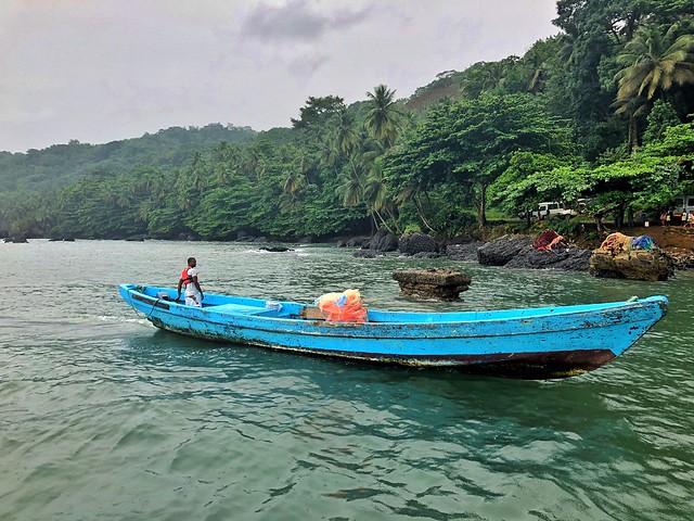 Canoa en la isla de Santo Tomé