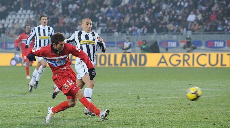 20 dicembre 2009: Izco brucia Cannavaro e realizza il gol vittoria del Catania a Torino (Foto: Tutto il Catania minuto per minuto)