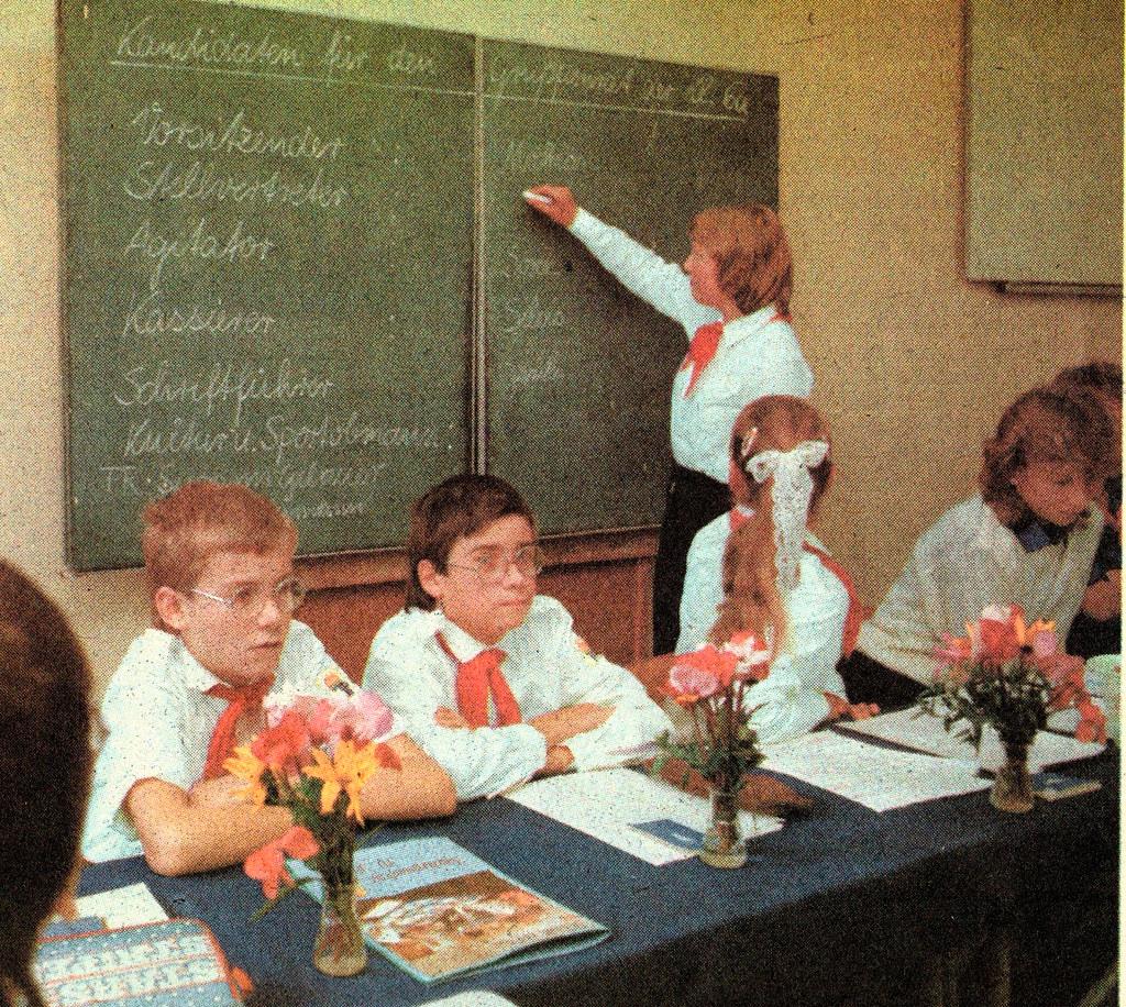 DDR Kinder,DDR Schule,Thälmannpioniere Freie-Deutsche-Juge… | Flickr