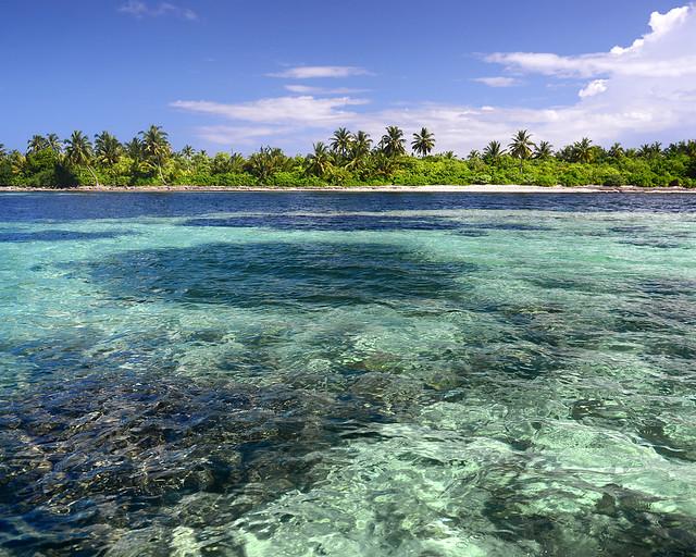 Una de las islas más bonitas de Maldivas rodeada por corales