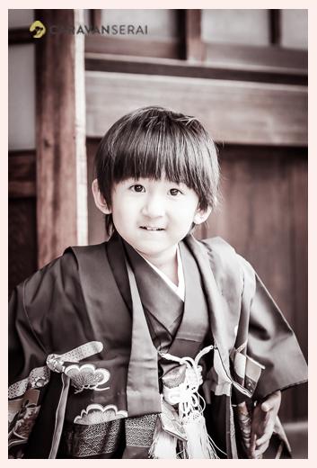 3歳の男の子の七五三 モノクロ
