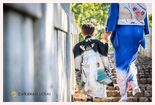 3歳の男の子の七五三 犬山成田山 ママと手をつないで