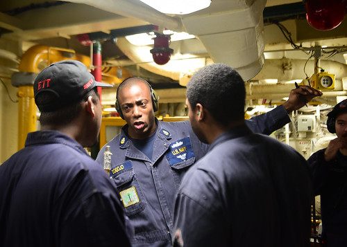 Chief Machinist's Mate Alvin Dogojo, from Brooklyn, N.Y., attached to Afloat Training Group Western Pacific, gives Sailors advice during a simulated fire drill in the engine room of U.S. Seventh Fleet Flagship USS Blue Ridge (LCC 19).