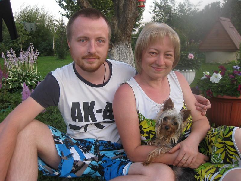 Курова (Маркина) Елена Николаевна с сыном Ильёй с со своей собачкой Рэйм