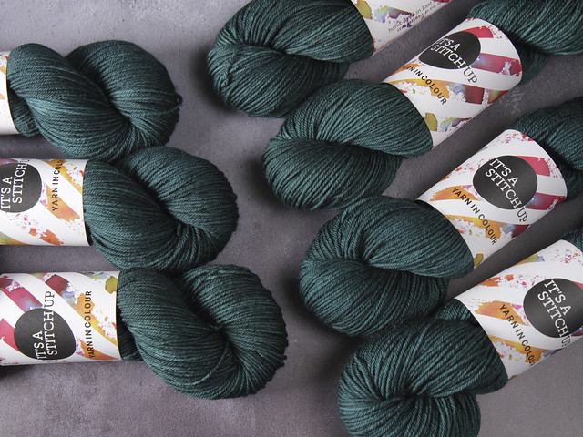 Dynamite DK pure British superwash wool hand-dyed yarn 100g – 'Spirulina' (deep blue-green)