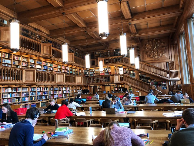 Sala de lectura de la biblioteca universitaria de Lovaina (Flandes, Bélgica)
