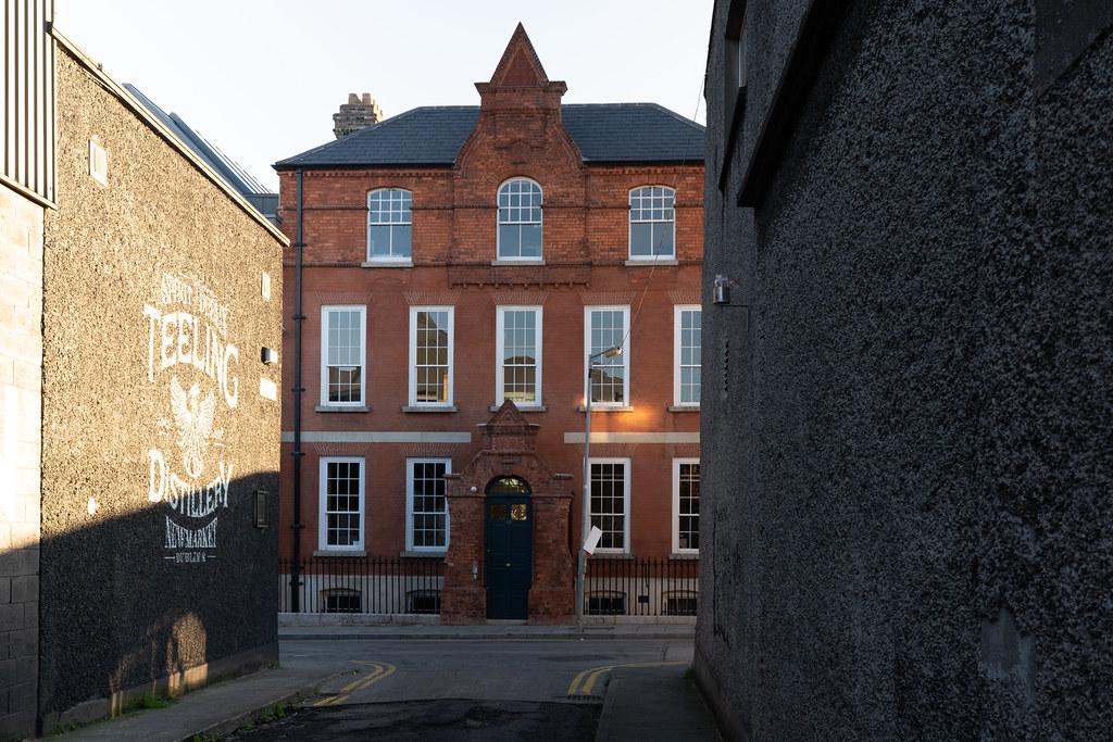 BLACKPITTS AREA OF DUBLIN - MILL STREET HOUSE 004