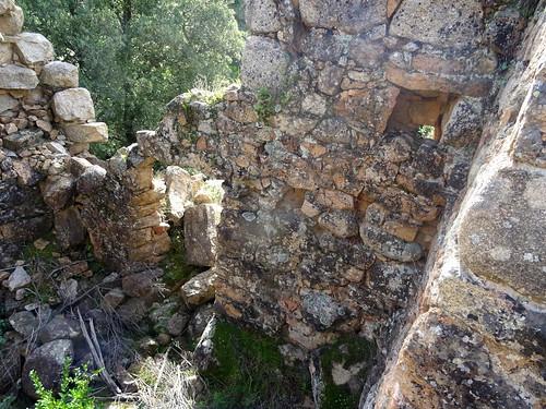 Ghjaducci : l'intérieur du moulin avec la porte