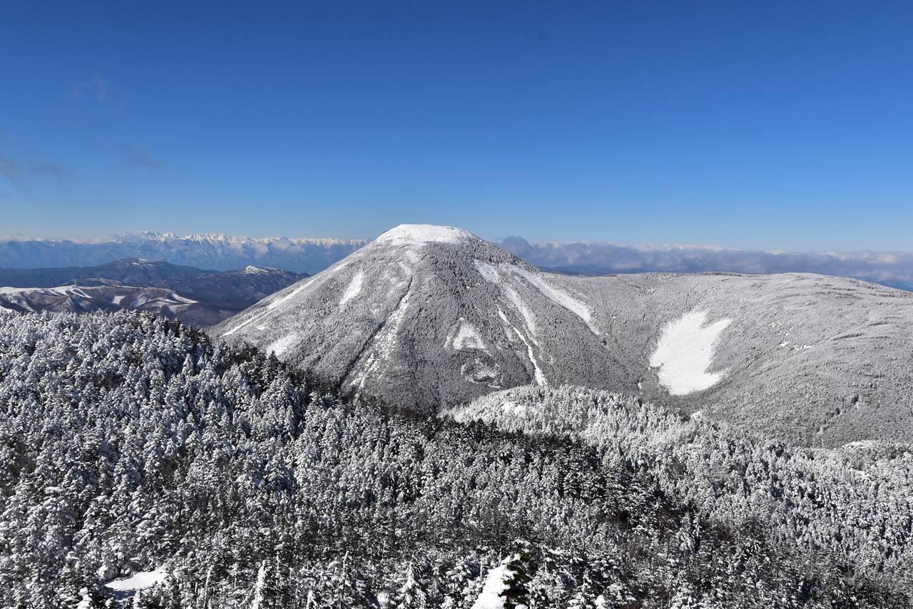 冬の北横岳登山 雪の蓼科山