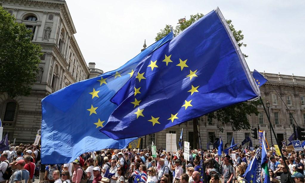去年10月,超过10万名反对脱欧的民众于伦敦游行。(图片来源:Dinendra Haria/Rex/Shutterstock)