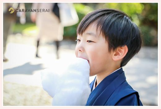 七五三 5歳の男の子 綿菓子を食べる